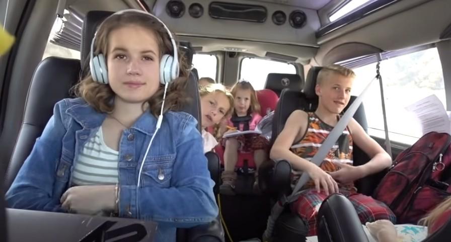 Kako da organizujete put do mora sa decom u rentiranom autu?